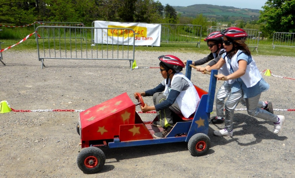 stage-push-car